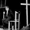 """Kantor était en permanence sur scène le """"chef d'orchestre"""" de ses pièces de théâtre. Ici, sur ma photo Erling Mandelmann, il interprète le personnage principal dans le spectacle """"Wielopole"""" qu'il a donné à Geneve en 1981."""